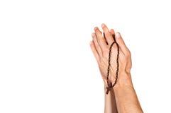 Manos de rogación con el rosario fotos de archivo
