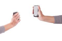 Manos de Tho con los teléfonos móviles fotografía de archivo