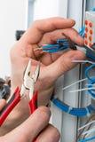 Manos de un electricista Imágenes de archivo libres de regalías