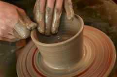 Manos del alfarero Fotografía de archivo libre de regalías