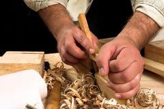 Manos del carpintero imagen de archivo