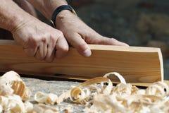 Manos del carpintero Fotos de archivo libres de regalías