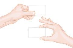 Manos del hombre sosteniendo tarjetas en blanco Fotos de archivo
