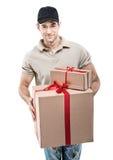 Manos del mensajero de las cajas, paquetes Imágenes de archivo libres de regalías
