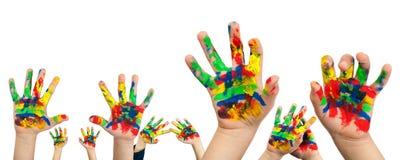 Manos del muchacho pintadas con la pintura colorida Foto de archivo libre de regalías