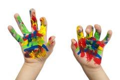 Manos del muchacho pintadas con la pintura colorida Imágenes de archivo libres de regalías