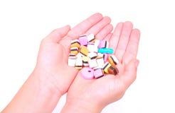 Manos del niño con los dulces Imagen de archivo libre de regalías
