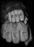 Manos del niño y del hombre de amor Imagen de archivo libre de regalías