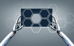 Manos del robot con PC de la tableta sobre fondo gris Imagen de archivo