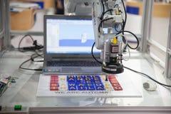 Manos del robot industrial Imagen de archivo libre de regalías