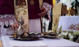 Manos del sacerdote Fotografía de archivo