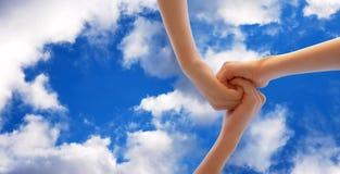 Manos en el cielo Imágenes de archivo libres de regalías