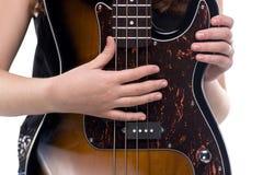 Manos en la guitarra baja Foto de archivo libre de regalías