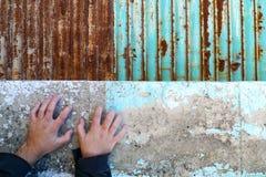 Manos en la pared Fotografía de archivo