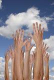 Manos en los cielos Fotos de archivo libres de regalías