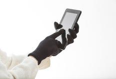 Manos en los guantes que tocan la pantalla imágenes de archivo libres de regalías