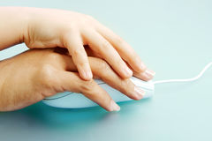 Manos en ratón Imagen de archivo