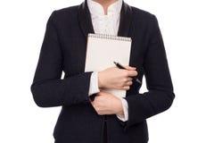 Manos en un traje de negocios que detiene a Pen And Notebook Imagen de archivo