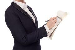 Manos en un traje de negocios que sostiene una pluma Foto de archivo
