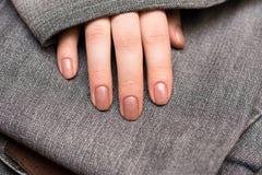 Manos femeninas hermosas Concepto de la manicura Fotografía de archivo