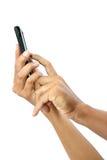 Manos masculinas que tocan en el smartphone móvil aislado con el recortes Imagen de archivo