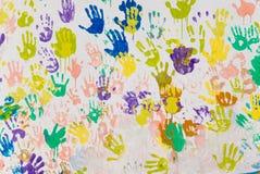 Manos pintadas blancas que recorren Imágenes de archivo libres de regalías