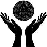 Manos que cuidan con el globo redondeado Foto de archivo libre de regalías