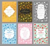 Manos que dibujan el sistema del lujo de modelos de la invitación de la boda floral libre illustration