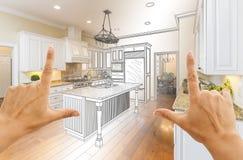 Manos que enmarcan el dibujo de estudio de la cocina de Gradated y la foto de encargo C imágenes de archivo libres de regalías