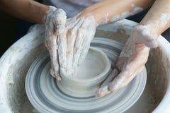 Manos que hacen la cerámica Fotografía de archivo