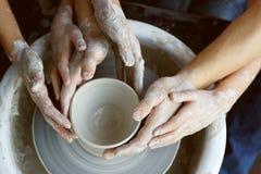 Manos que hacen la cerámica Imágenes de archivo libres de regalías