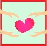 Manos que llevan a cabo el corazón Foto de archivo libre de regalías
