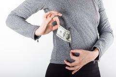 Manos que sostienen el dinero Soborno en el bolsillo de los hombres de negocios Dólares de cur Imagen de archivo libre de regalías