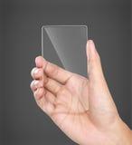 Manos que sostienen el teléfono móvil transparente futurista imagenes de archivo