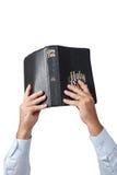 Manos que sostienen la biblia Foto de archivo