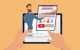 Manos que sostienen la tableta con el hombre de negocios hansome del influencer E que aprende por el entrenamiento webinar Educac imagen de archivo libre de regalías