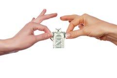 Manos que sostienen un billete de banco Imágenes de archivo libres de regalías