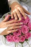Manos y anillos Foto de archivo libre de regalías