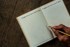 Manos y cuaderno Foto de archivo libre de regalías