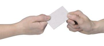 Manos y entrega de la tarjeta del busuness Fotos de archivo libres de regalías