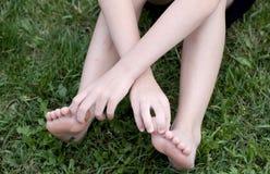 Manos y pies imagenes de archivo
