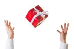 Manos y regalo Fotos de archivo