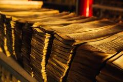 Manoscritto tibetano scritto in una lingua antica fotografia stock