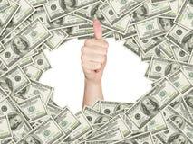 Manosee con los dedos para arriba dentro del marco hecho de cuentas de dólares de EE. UU. Fotos de archivo libres de regalías