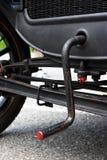 Manovella in una vecchia automobile Fotografie Stock