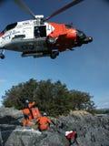 Manovre degli elicotteri della guardia costiera Fotografia Stock Libera da Diritti
