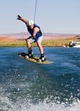 manpowell för 02 lake som wakeboarding Arkivbild