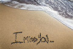 Manque affectueux écrit sur le sable photos libres de droits