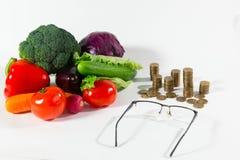 Manque de pension sur le concept de personnes plus âgées de légumes images libres de droits