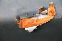 Manque en cuir extérieur de coussin de sofa vieux avec l'espace de copie photo stock